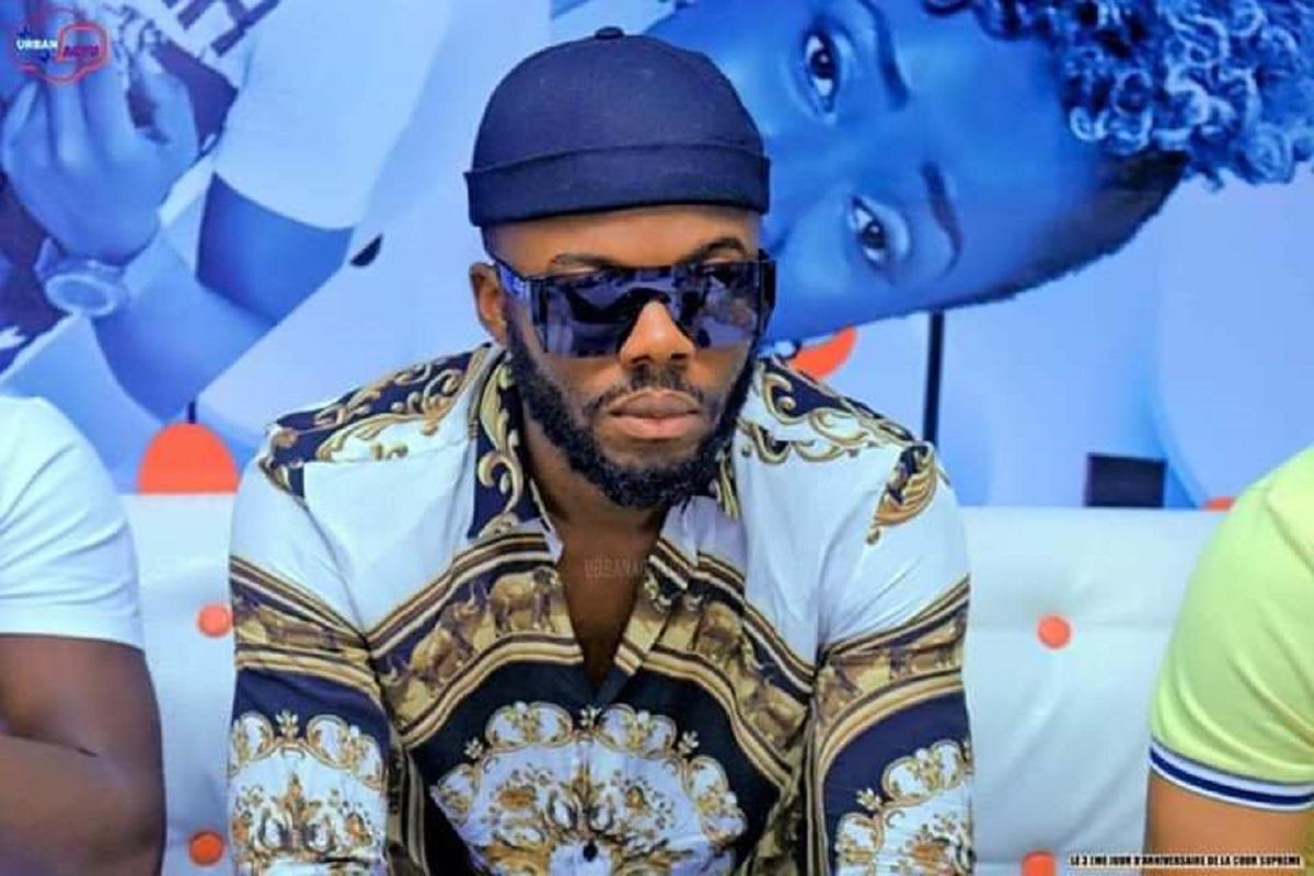 « L'artiste Ivoirien KEROZEN n'a que deux chemises »